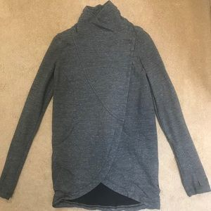 Lululemon gray sweatshirt wrap size 4